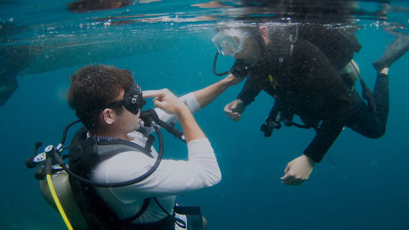 Meridian Adventures Dive Resort Book PADI Emergency First Response Course